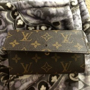 Louis Vuitton wallet (faux)